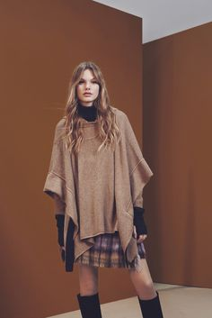 Le poncho et la jupe écossaise de See by Chloé Fall 2015 Ready-to-Wear - Collection - Gallery - Style.com