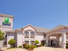 Hillsboro (TX) Quality Inn United States, North America Located in Hillsboro, Quality Inn is a perfect starting point from which to explore Hillsboro (TX). The hotel has everything you need for a comfortable stay. Facilities like free Wi-Fi in all rooms, 24-hour front desk, facilities for disabled guests, express check-in/check-out, Wi-Fi in public areas are readily available for you to enjoy. Guestrooms are fitted with all the amenities you need for a good night's sleep. In s...