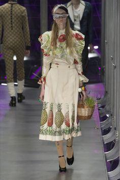 Sfilata Gucci Milano - Collezioni Autunno Inverno 2017-18 - Vogue