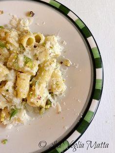 Mezzi rigatoni al pesto di finocchio pistacchi e scaglie di Parmigiano Reggiano