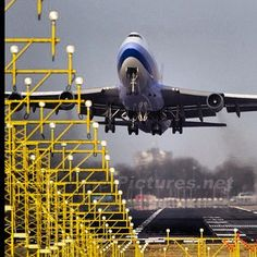 China Airlines (Taiwan) 747-409 departing Amsterdam-Schiphol International Airport