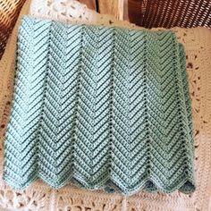 Crochet motif zigzag - New Ideas Baby Knitting Patterns, Baby Patterns, Crochet Patterns, Motif Zigzag, Zig Zag Pattern, Free Pattern, Bonnet Crochet, Crochet Motifs, Love Crochet