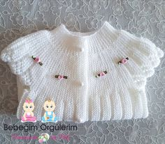 No photo description available. Knitting For Kids, Crochet For Kids, Knit Crochet, Baby Cardigan Knitting Pattern Free, Sweater Knitting Patterns, Baby Sweaters, Girls Sweaters, Baby Patterns, Crochet Patterns