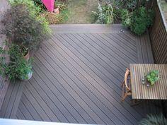 wpc terrassen bodenbelag innenhof terrasse pflanzen gartenzaun Source by Wpc Decking, Composite Decking, Terrace Bois, Deck Design, Garden Design, Plastic Wood Decking, Laying Decking, Decking Material, House Deck