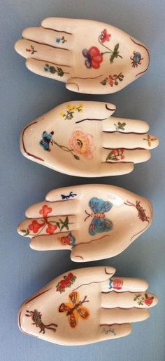 Ceramic Hands Designed by Nathalie Lete These are SO pretty Ceramic Pottery, Ceramic Art, Ceramic Design, Clay Projects, Projects To Try, Cerámica Ideas, Sculptures Céramiques, Paperclay, Hand Designs