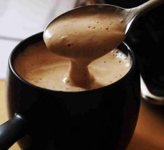 Hot Chocolate recipe from Simply Recipes. Ingredients: 4 cups of whole milk, 8 ounces of chocolate cacao, preferably), 3 teaspoons of powdered sugar, 1 teaspoon of vanill. Café Chocolate, Chocolate Photos, Hot Chocolate Recipes, Nespresso, Tasty, Yummy Food, Delicious Recipes, Coffee Love, Coffee Cream