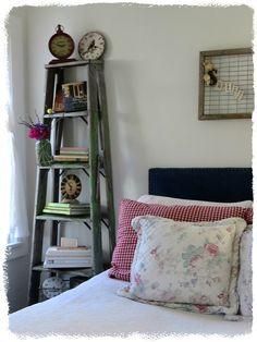 43 Ideas Old Wood Ladder Repurposed For 2019 Decor, Ladder Shelf Decor, Old Ladder Decor, Home Decor, Old Wood, Bedroom Decor, Remodel Bedroom