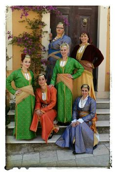Traditional costume of Pontos/Greece Greek Traditional Dress, Traditional Outfits, Gypsy Costume, Folk Costume, Greek Costumes, Dance Costumes, European Dress, Costumes Around The World, Adventure Outfit