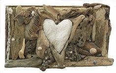 Tableau en bois flotté et coeur de plage.