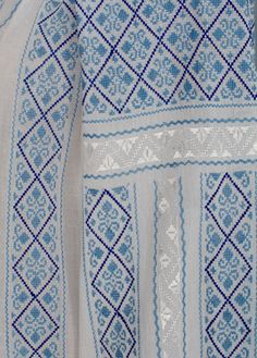 IA the Romanian Blouse. Here you can buy Romanian peasant blouses ie and folk costumes traditional clothes. Worldwide shipping for embroidered Romanian blouse Boutique Design, Hand Embroidery Designs, Peasant Blouse, Traditional Outfits, Romania, Cross Stitch Patterns, Diy And Crafts, Art Pieces, Quilts