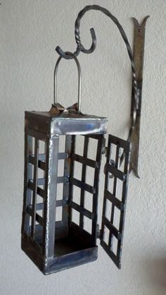 This Candle Lanterns are stunning at making your home a pleasing place. Wooden Pallet Furniture, Iron Furniture, Steel Furniture, Metal Projects, Welding Projects, Metal Crafts, Wrought Iron Decor, Welding And Fabrication, Metal Bending