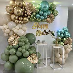Birthday Balloon Decorations, Birthday Balloons, Paper Decorations, Birthday Party Decorations, Ideas Decoracion Cumpleaños, Balloons Galore, Teepee Party, Gold Confetti Balloons, Balloon Gift