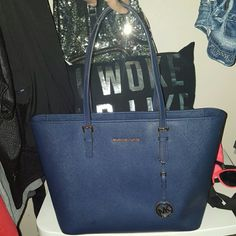 Selling this BLACK FRIDAY SALE in my Poshmark closet! My username is: mrsbuford. #shopmycloset #poshmark #fashion #shopping #style #forsale #Michael Kors #Handbags