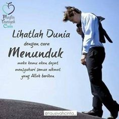 Lihatlah dunia dengan cara menunduk, maka kamu dapat mensyukuri semua nikmat yang Allah berikan #kutipan #kata 👍👍👍 Reminder Quotes, Self Reminder, Words Quotes, Islamic Inspirational Quotes, Islamic Quotes, Spiritual Quotes, Positive Quotes, Best Quotes, Love Quotes