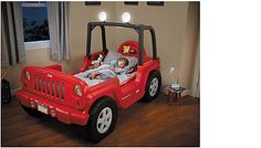 Kids can enjoy an adventure of sleep with this fun, Jeep themed bed! This bed can grow with your toddler as they advance to a twin bed.