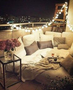 How Saturday nights should look ✨ Who would you spend tonight with here? @marzena.marideko
