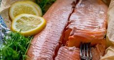 Herkullinen lohi hautuu hyvin kääreessä uunissa eikä kalasta tule kuivaa. Seafood, Food And Drink, Lunch, Beef, Fish, Sea Food, Eat Lunch, Ox, Steak