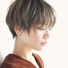 髪を切ろうか伸ばそうか迷うことはありませんか?ショートが似合う人、ロングが似合う人はどんな人なのかを徹底解説します。
