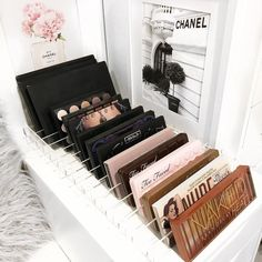 Makeup organization, pretty makeup storage make up palette 27 Cute Makeup Storages for Small Bedrooms Diy Makeup Organizer, Makeup Storage Organization, Storage Ideas, Bathroom Organization, Make Up Organization Ideas, Makeup Palette Storage, Bedroom Organisation, Shop Organization, Small Bedroom Storage
