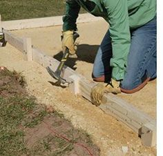 As an investment, concrete patios typically cost less than patios made of brick or natural stone because they are less labour-intensive to install. How To Lay Concrete, Diy Concrete Patio, Concrete Projects, Diy Patio, Outdoor Projects, Backyard Patio, Backyard Landscaping, Laying Concrete, Porches
