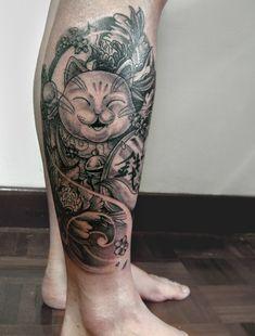 Maneki Neko Tattoo by brucelhh on DeviantArt Best Leg Tattoos, Cool Tattoos, Maneki Neko Tattoo, Lucky Cat Tattoo, Dibujos Tattoo, Japanese Tattoo Art, Piercings, Japan Tattoo, Oriental Tattoo