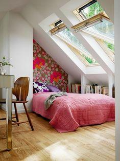 可愛らしいロフトのベッドルーム
