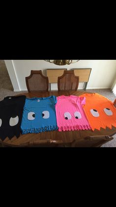 Pac-man costume t-shirts. Super easy pacman Pac-man costume t-shirts. Pacman Ghost Costume, Pac Man Halloween Costume, Ghost Costume Diy, Costume Ideas, Ghost Costumes, Devil Costume, Holidays Halloween, Halloween Kids, Happy Halloween