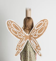 """Gefällt 2,044 Mal, 74 Kommentare - Merrilee Liddiard (@mer_mag) auf Instagram: """"Have a cardboard box hanging around? Turn it into a pair of wings! And imagine yourself (or your…"""""""