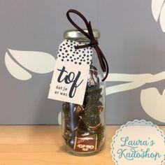 Flesje 'Toffees': voor de allerTofste, Tofste Collega of als bedankje 'Tof dat je er was', het was een TOF FEES(T) #kado #afscheid #bedankje #lauraskadoshop #toffees Little Presents, Gift Labels, Inspirational Gifts, Small Gifts, House Warming, Mason Jars, Crafts For Kids, Gift Wrapping, Place Card Holders
