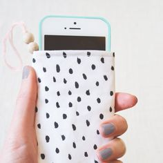 Learn to make this canvas case for your phone with this tutorial via (the The Lovely Drawer)