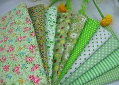 TRANSPORTE LIVRE 10pcs 45x45cm quadrado verde série floral tecido de algodão pacote tecido de algodão para patchwork + dom gratuito B2013133-in Tecido de ...