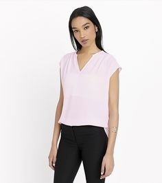 Just pleat it. Take your look from boardroom to bar with this stunning light pink pleated top.