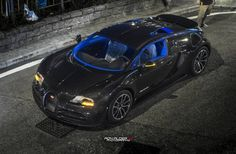 Bugatti Veyron Super Sport Merveilleux Edition can be distinguished from all other Veyron Super Sport models thanks to a completely bare carbon fiber body as well as bright blue accents around the NACA ducts on the roof. Additionally, the Merveilleux Edition features a bright blue interior. black