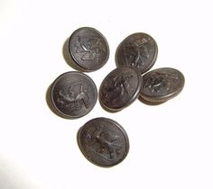 VINTAGE Set 6 early GRIFFIN LIVERY tunic buttons.Measure 2.2cm