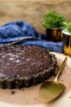 Torta de chocolate com caramelo salgado | Vídeos e Receitas de Sobremesas
