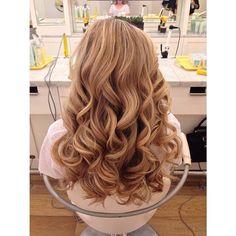 Pretty curls on this #Cosmo by stylist @hairbyholls! #DrybarDos #prettyhair #blowout #SoCal #California #longhair #regram #Padgram