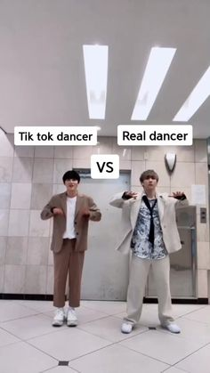 Korean Guys Dance to Popular Dua Lipa Song - I actually prefer the tiktok dancer lol La - Funny Dance Memes, Funny Songs, Funny Video Memes, Crazy Funny Memes, Funny Short Videos, Funny Dance Videos, Funny Science Jokes, Short Friendship Quotes, Cool Dance Moves