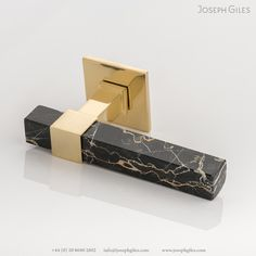 This exquisite lever handle is made using the finest marbles including Black and Gold Portoro, White Onyx, Red Laguna and Green Guatemala. The marble is secured in place using solid brass, which is available in all our signature finishes. Polished Brass, Solid Brass, Casa Pop, Modular Furniture, Origami Furniture, Home Organization Hacks, Interior Photography, Gifts For Mum, Rose Design