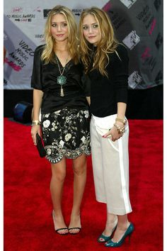 Mary-Kate and Ashley Olsen accent black-and-white ensembles with pops of teal at the MTV Video Music Awards.
