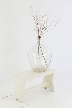 White Interiors / Weisser Shabby Chic Schemel U0026 Alter Weinballon By  Boheme Living.com