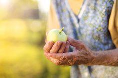 Trucos para ahorrar en la jubilación: http://www.expertiaseguros.com/blog/trucos-ahorrar-jubilacion
