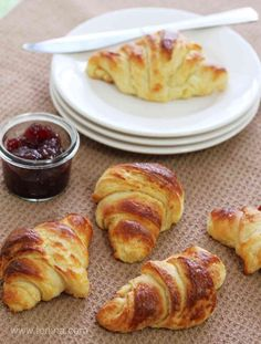 Butter Croissants made using the Thermomix (Lemon Butter Thermomix) Thermomix Recipes Healthy, Thermomix Bread, Thermomix Desserts, Vegan Recipes Easy, Sweet Recipes, Cooking Recipes, Croissant Nutella, Vegan Croissant, Butter Croissant