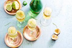 Chic glaasje bubbels met sorbetijs - op en top feestelijk en dat zonder alcohol - Recept - Allerhande