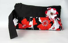 Gifts for her travel bags 52 ideas for 2019 Wristlet Wallet, Card Wallet, Cute Wallets, Birthday Gifts For Sister, Burp Cloth Set, Red Poppies, Clutch Purse, Wallets For Women, Purses And Handbags
