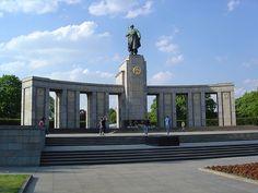 Mémorial soviétique de Tiergarten, Sowjetisches Ehrenmal, Tiergarten, #Berlin   Flickr - Fotosharing! More information: visitBerlin.com