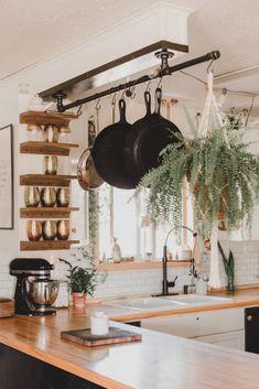 Small Kitchen Organization, Diy Kitchen Storage, Home Decor Kitchen, New Kitchen, Home Kitchens, Small Kitchen Remodeling, Apartment Kitchen Decorating, Organized Kitchen, Boho Kitchen