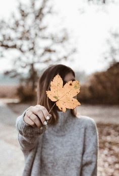fall wallpaper iphone Hier findet ihr ihr 24 Hintergrnde fr euer Handy - Wallpaper for your Phone. Handy Wallpaper, Fall Wallpaper, Cellphone Wallpaper, Iphone Wallpaper, Wallpaper Wallpapers, City Wallpaper, Girl Photography Poses, Autumn Photography, Tumblr Photography