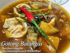Gotong batangas is a unique kind of goto where the it differs from the goto we all know which consists of rice gruel or porridge with beef tripes. Goto Recipe, Filipino Recipes, Filipino Food, Pork Sisig, Beef Kidney, Beef Tripe, Beef Cheeks, Meat Recipes, Batangas