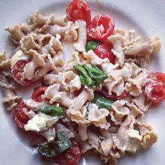 Easy summer pasta with tomatoes and basil