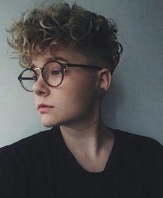 35 Modern Caesar Haircut Ideas - Reality Worlds Tactical Gear Dark Art Relationship Goals Ftm Haircuts, Short Curly Haircuts, Latest Haircuts, Curly Hair Cuts, Cut My Hair, Short Hair Cuts, Short Hair Styles, Curly Undercut, Androgynous Haircut